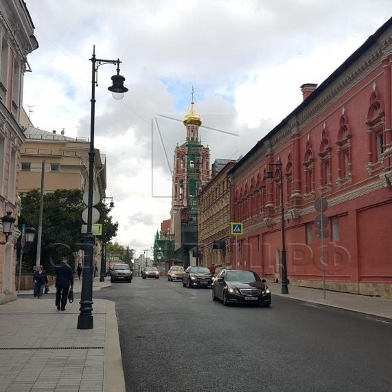 Стальная уличная опора освещения с чугунными литыми элементами Балчуг 2
