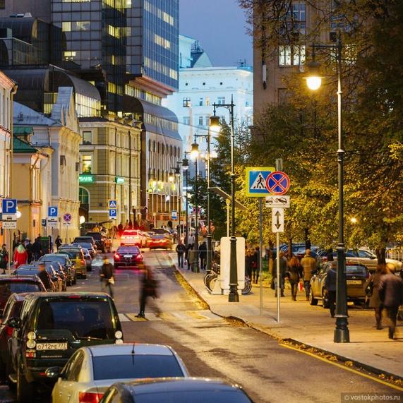 Стальная уличная опора освещения с чугунными литыми элементами Балчуг 4