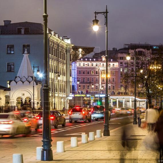 Стальная уличная опора освещения с чугунными литыми элементами Балчуг 5